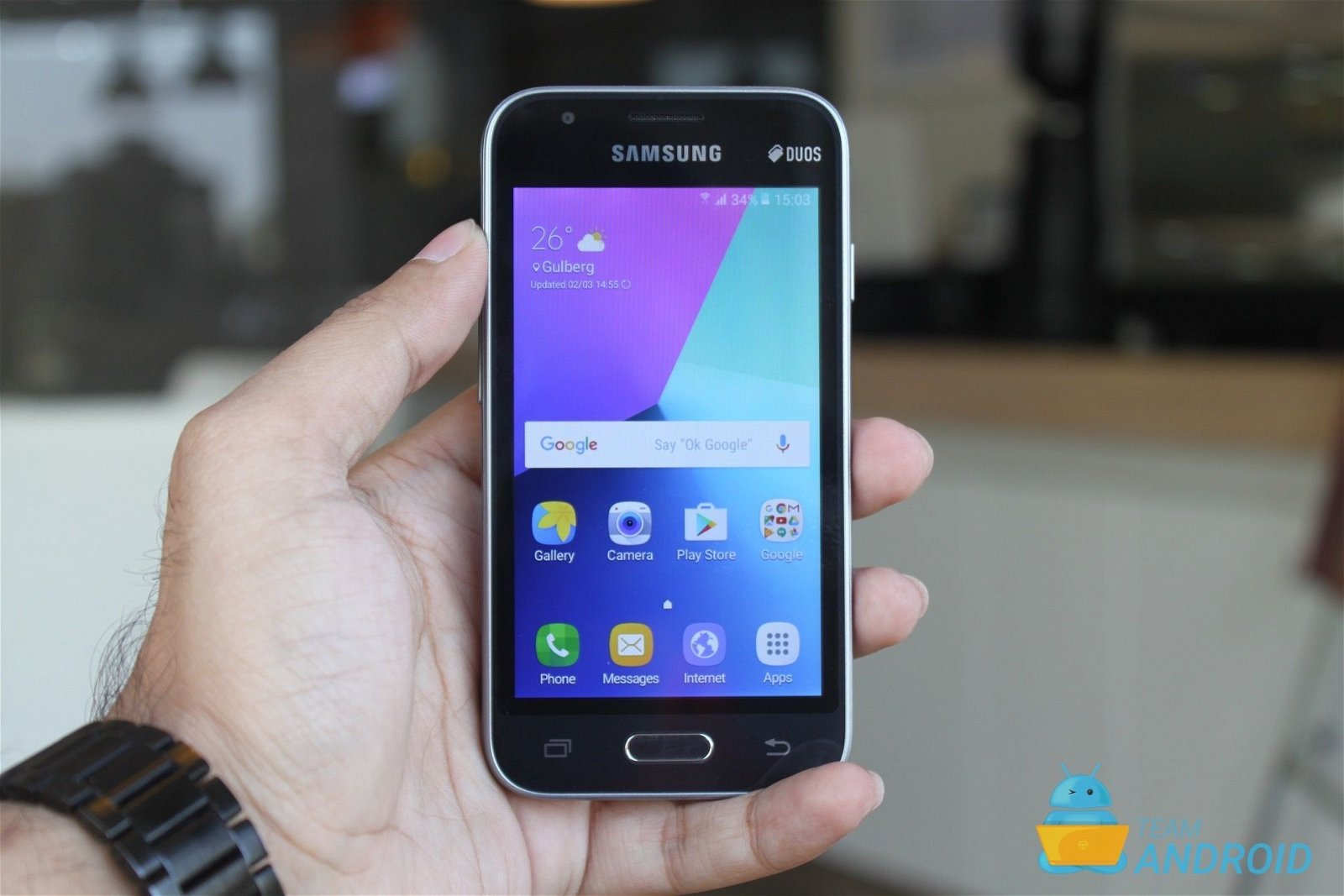how to a call on a samsung j1